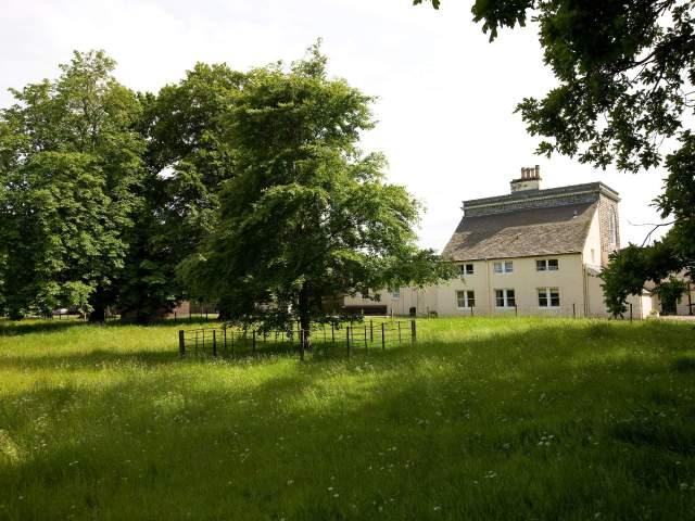 Lakeside-Cottage
